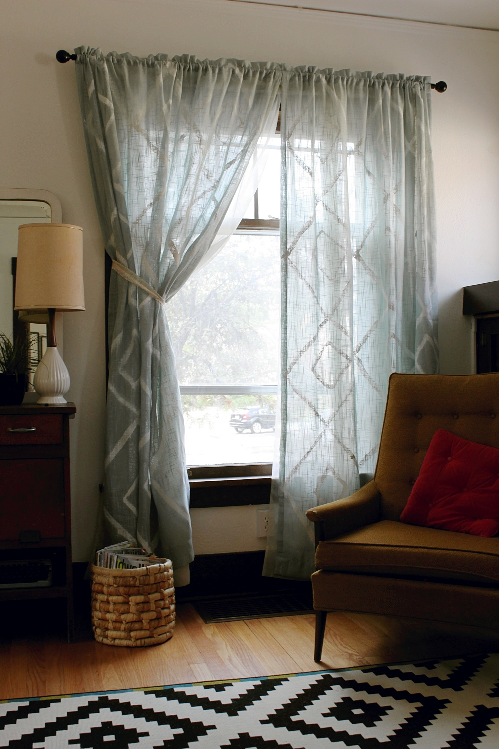 Hand-Painted Curtain DIY - Smile And Wave for Curtain Patterns 2012  300lyp