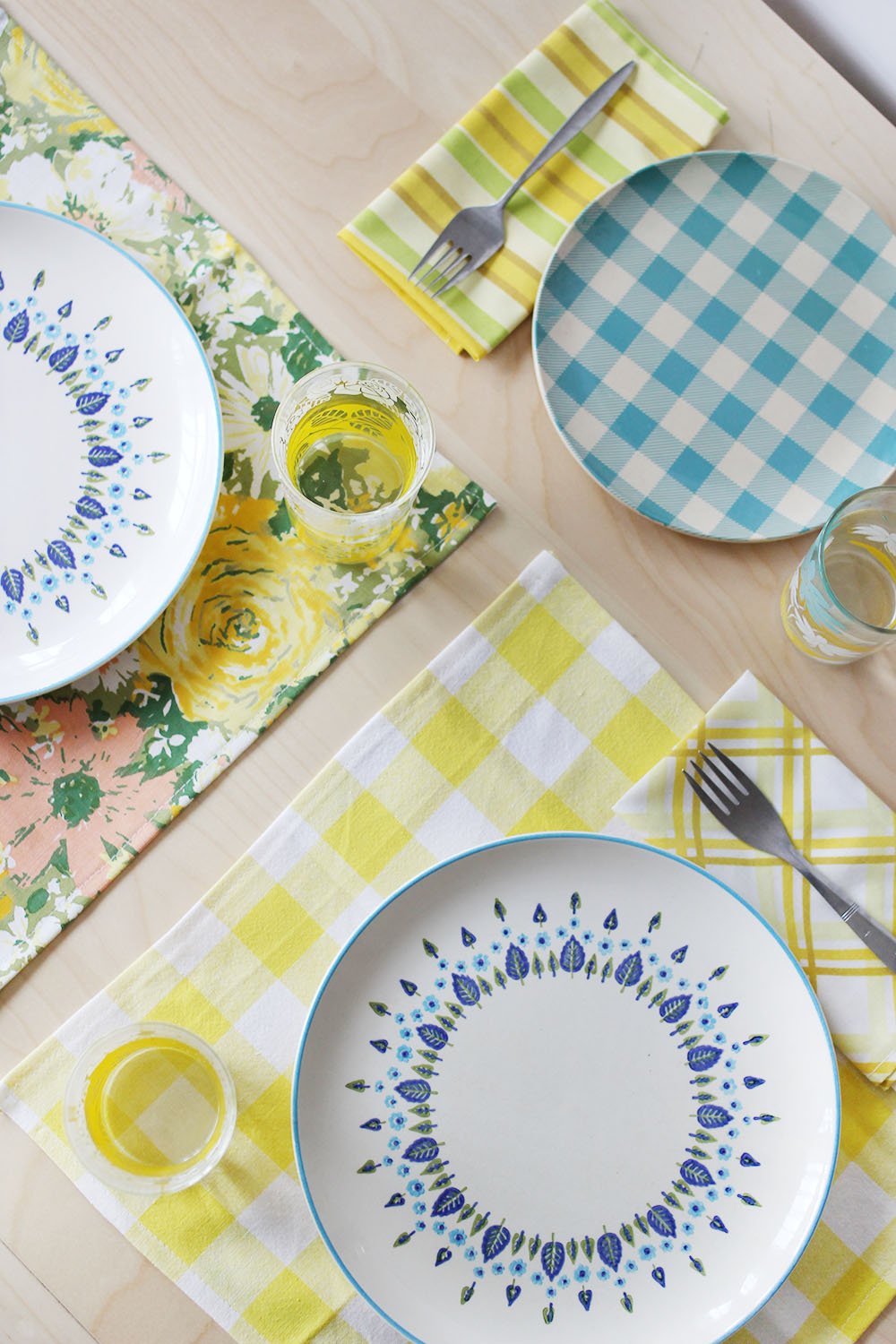 How to make dining table mats at home - Cloth Napkin And Placemat Diy