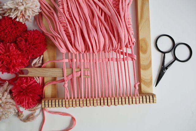 Security row of plain weave under rya knots