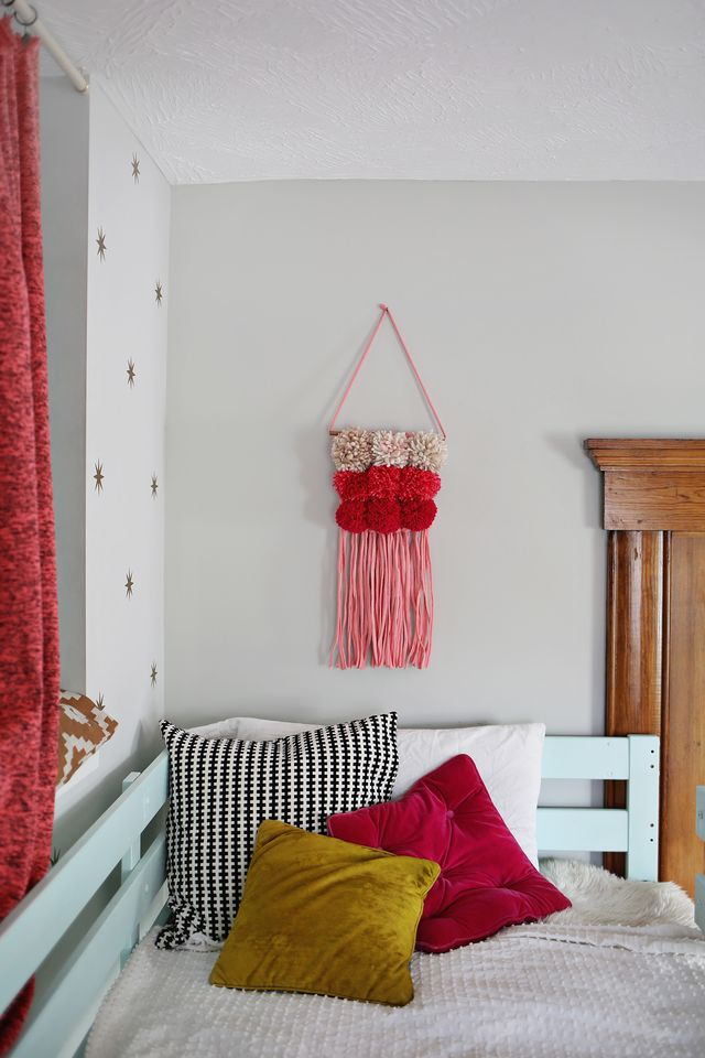 Create your own statement wall hanging with this easy Pom Pom Woven Art DIY! Get the full tutorial with step-by-step photos at SmileandWave.typepad.com