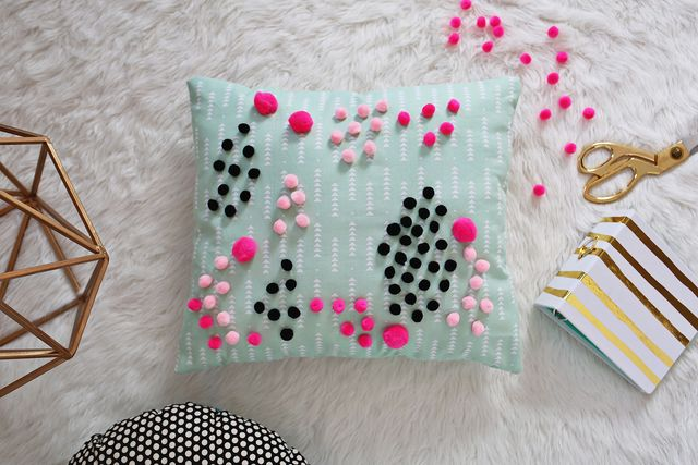 Abstract mini pom pom pillow tutorial
