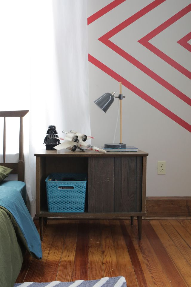 Walls Need Love Easy Stripe is a great option for renters who want a little something on their walls without sacrificing their security deposit. See the full post on www.SmileandWaveDIY.com