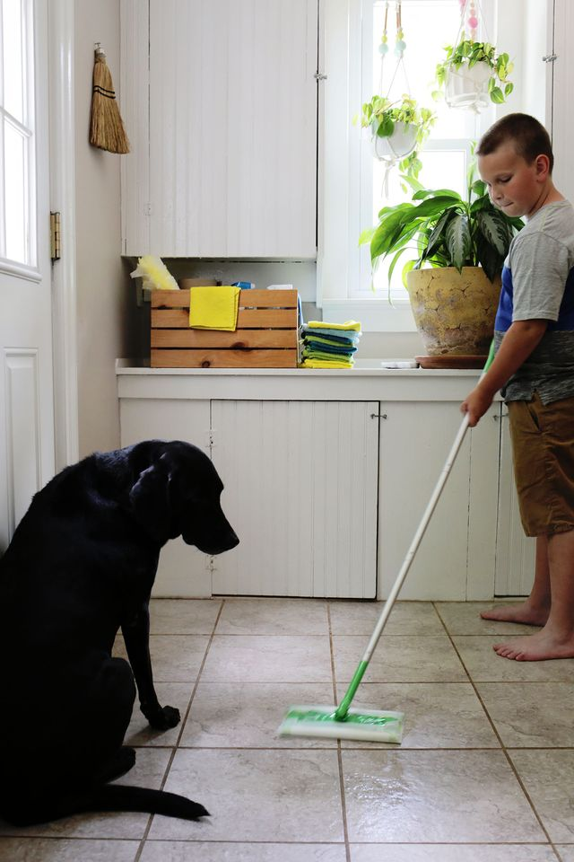Make it Easy for Kids to Help with the Swiffer Wet Mop