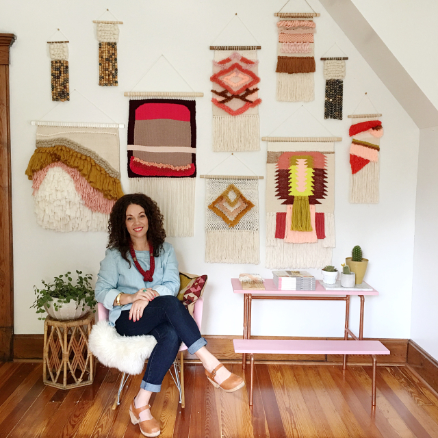 Weaving Woven Wall Hangings by Rachel Denbow of DIY Woven Art and Smile and Wave. Learn to Weave