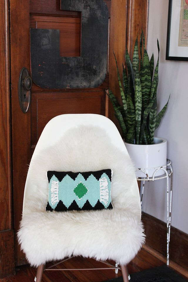 Woven pillow tutorial for A Beautiful Mess