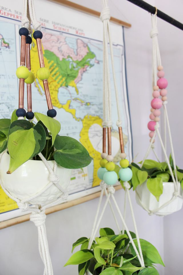 Hand paint your own beads and add some copper pipe to take your DIY hanging planters to the next level. Find this super easy tutorial on www.abeautifulmess