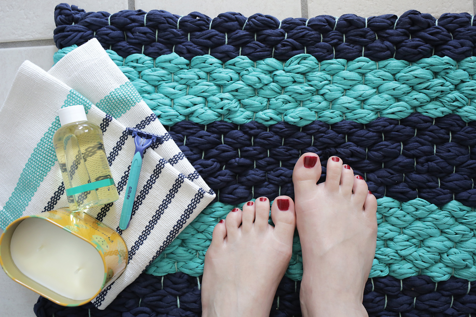 Weave a plush bath mat out of fabric yarn