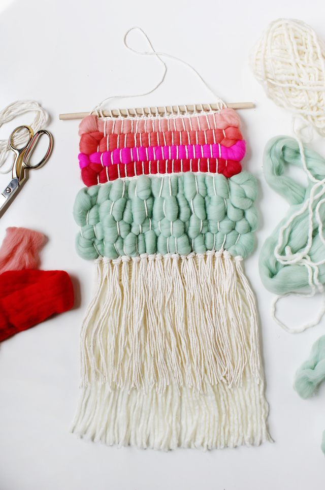 Weave with wool roving for a beautifully textured wall hanging. Get the full tutorial for making a similar weaving on www.aBeautifulMess