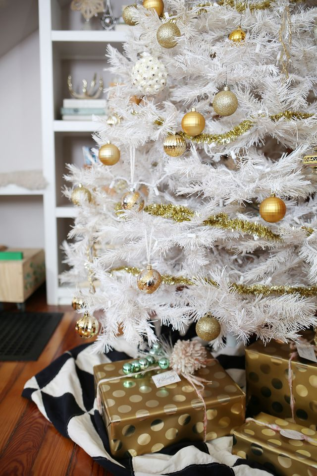 White Christmas tree with gold trimmings and Free People printables